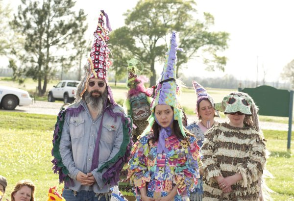 Steve Earle y Lucia Micarelli en el Mardi Gras cajun, en una escena de la serie