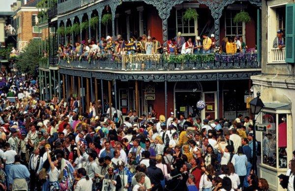 Bourbon Street, la locura desatada en Mardi Gras