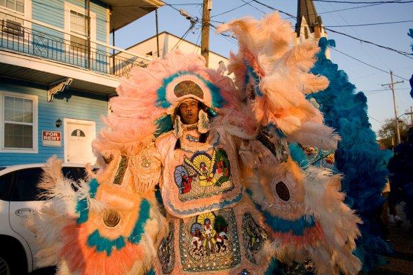 Otra muestra de los vistosos trajes de los Mardi Gras Indians. Foto: Derek Bridges