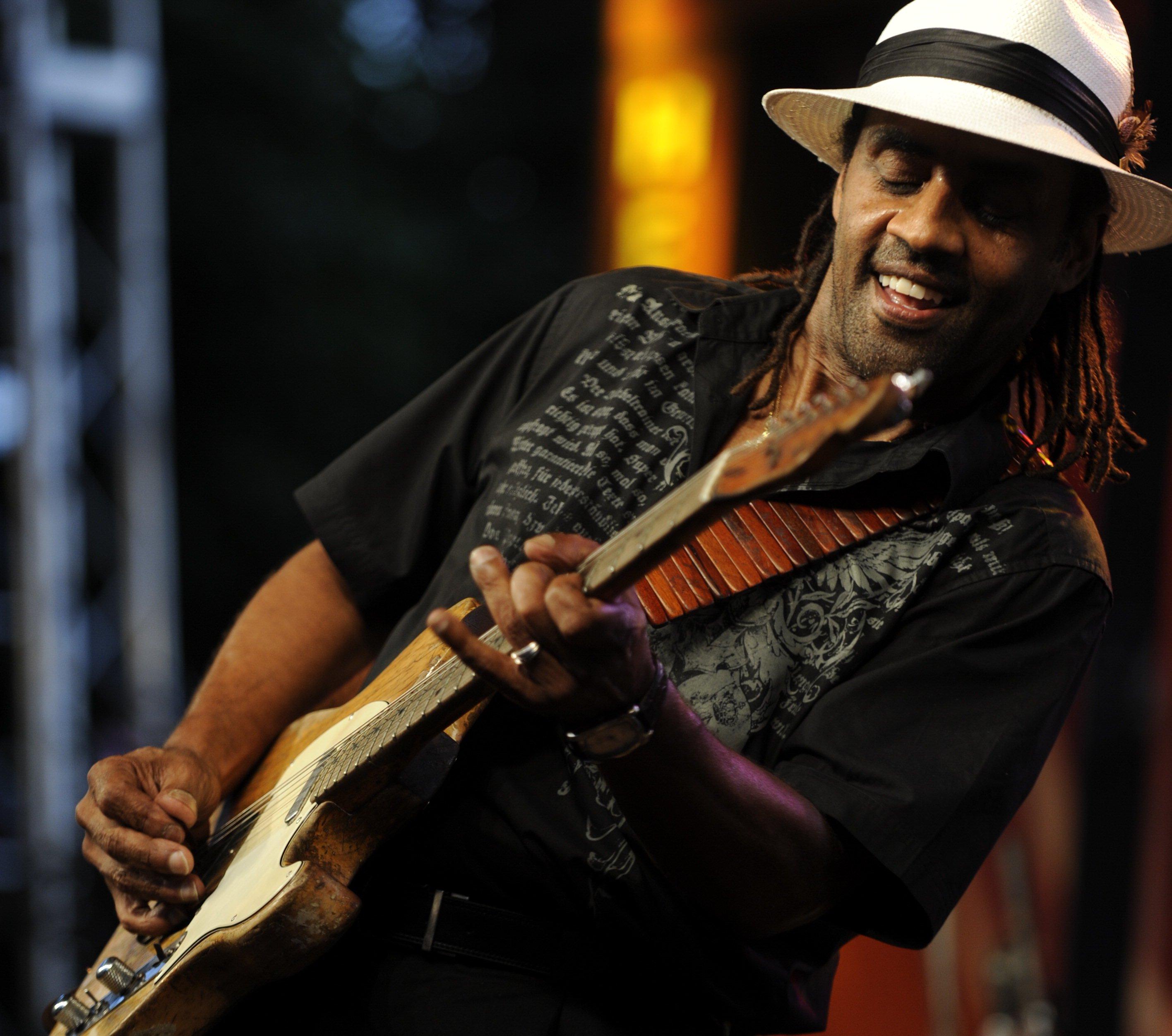Kenny Neal en el W.C. Handy Blues & Barbecue Festival de 2010. Foto: Steve Shaffer / Kentucky Educational Television