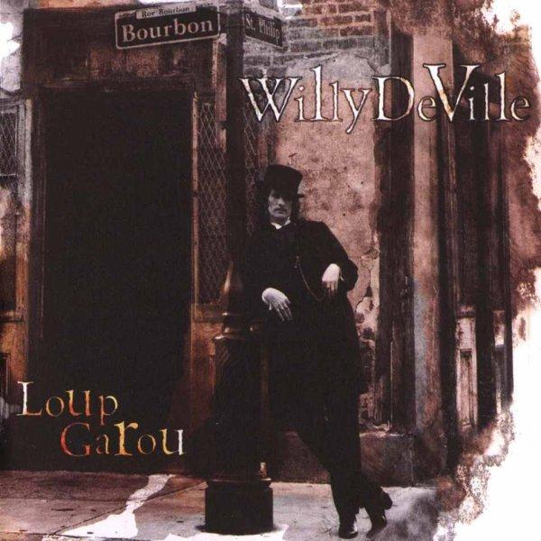 Willy DeVille, ante el Lafitte's en la portada de