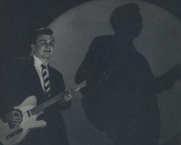 Mac Rebennack, guitarrista de sesión en los cincuenta antes de crear su álter ego de Dr. John