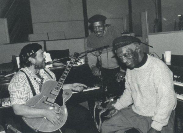Dr. John junto a Art Blakey (sentado) y David