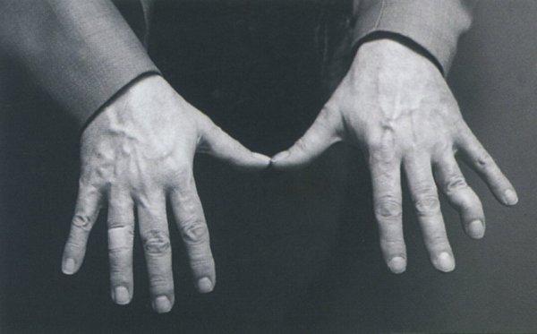 Las manos del pianista (atención al dedo de la izquierda). Foto: Henry Diltz