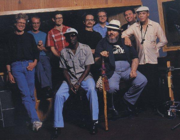 Johnny Adams junto a Dr. John y el resto de músicos que participaron en