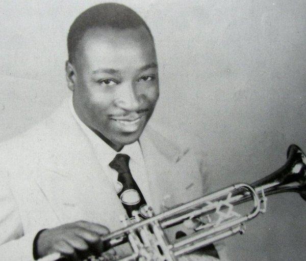 Un joven Dave Bartholomew, trompetista y compositor legendario