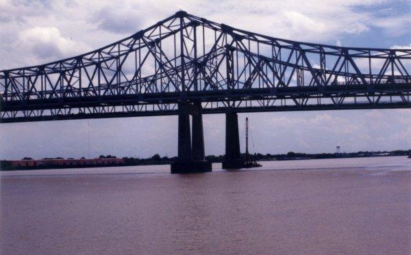 La inmensidad del río Mississippi a su paso por Nueva Orleans