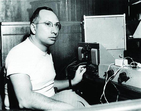 Cosimo Matassa en su estudio en 1958
