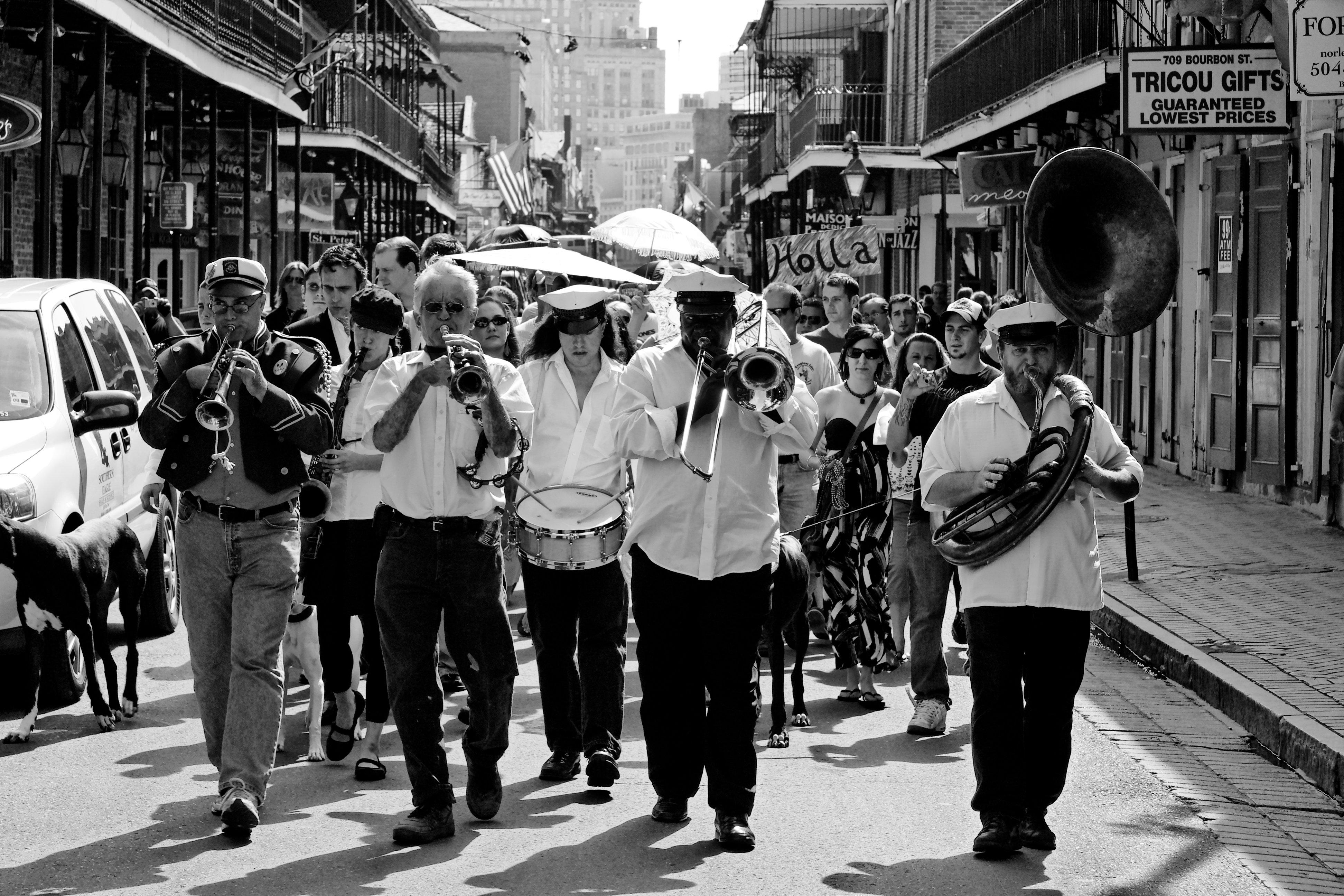 Una brass band desfilando por Bourbon Street en 2008. Foto: Jorge de la Torriente