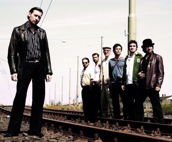 Doc Wenz (a la izquierda), el líder de la Mardi Gras.BB, con algunos de sus componentes: el sonido de las brass bands desde Alemania