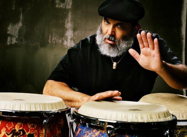 El percusionista Poncho Sánchez, volviendo a Nueva Orleans. Foto: Devin De Haven