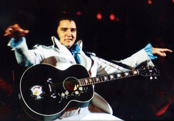 Elvis, la decadencia física y artística de un mito