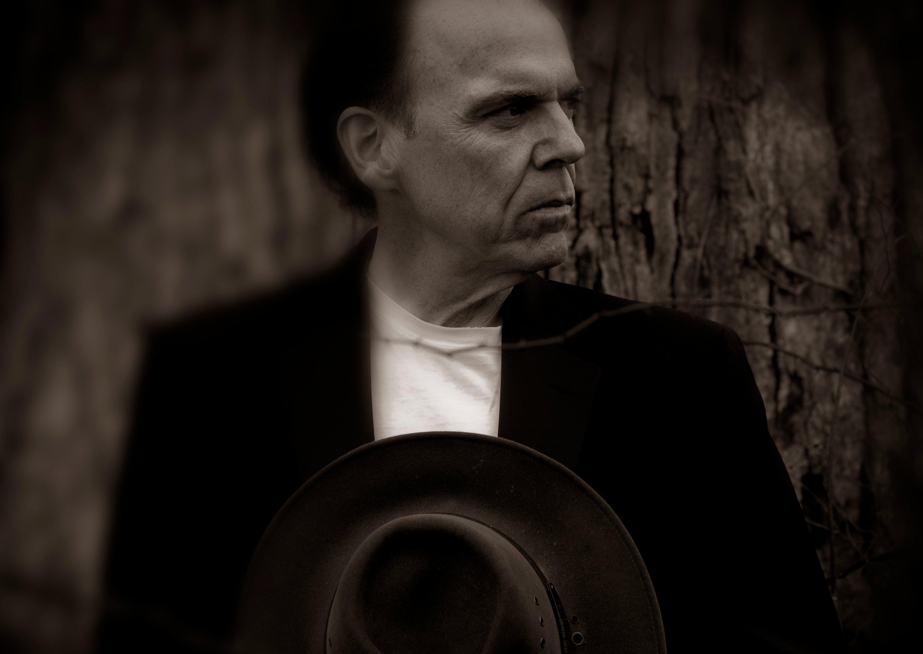 John Hiatt, un compositor e intérprete ante el cual hay que quitarse el sombrero