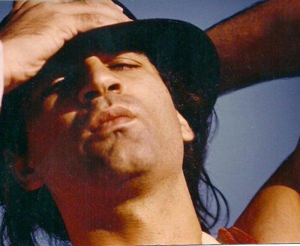 Carlo Ditta, en la época de su faceta como cantautor
