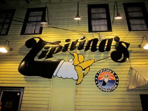 El logotipo de Tipitina's en la fachada del local. Foto: Infrogmation