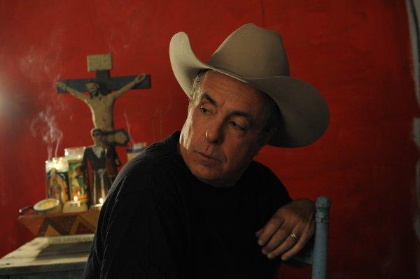 El cantautor Tom Russell, uno de los ejemplos de la música fronteriza en Texas