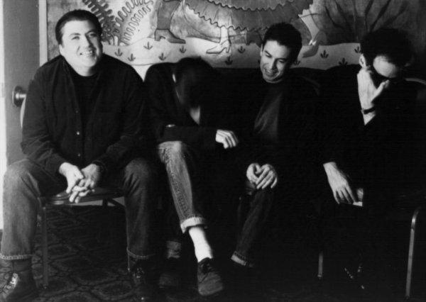 David Hidalgo y Louie Perez (primero y tercero), junto a los ocultos Tchad Blake y Mitchell Froom: los Latin Playboys
