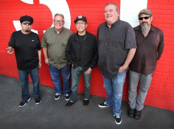 César Rosas, Conrad Lozano, Louie Pérez, David Hidalgo y Steve Berlin: juntos desde hace más de cuarenta años