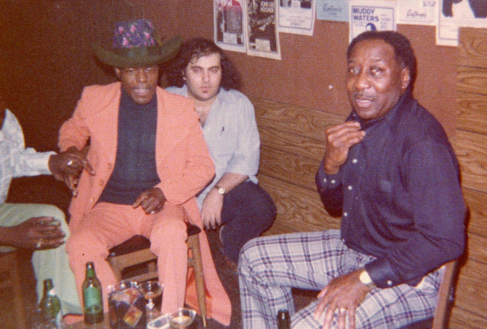 Antone, entre Junior Wells y Muddy Waters