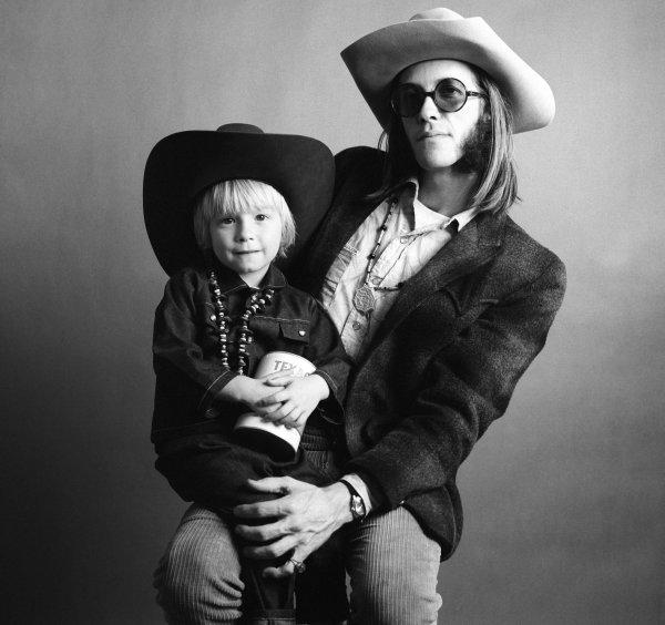 Doug con su hijo Shawn: de tal palo...
