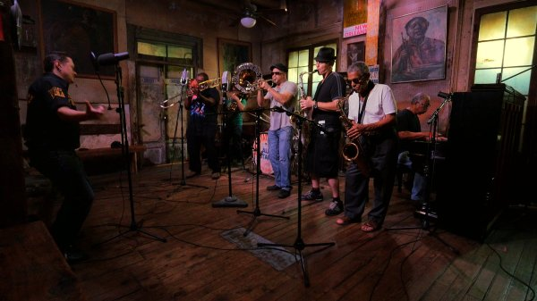 Fermin, grabando con la legendaria Preservation Hall Jazz Band