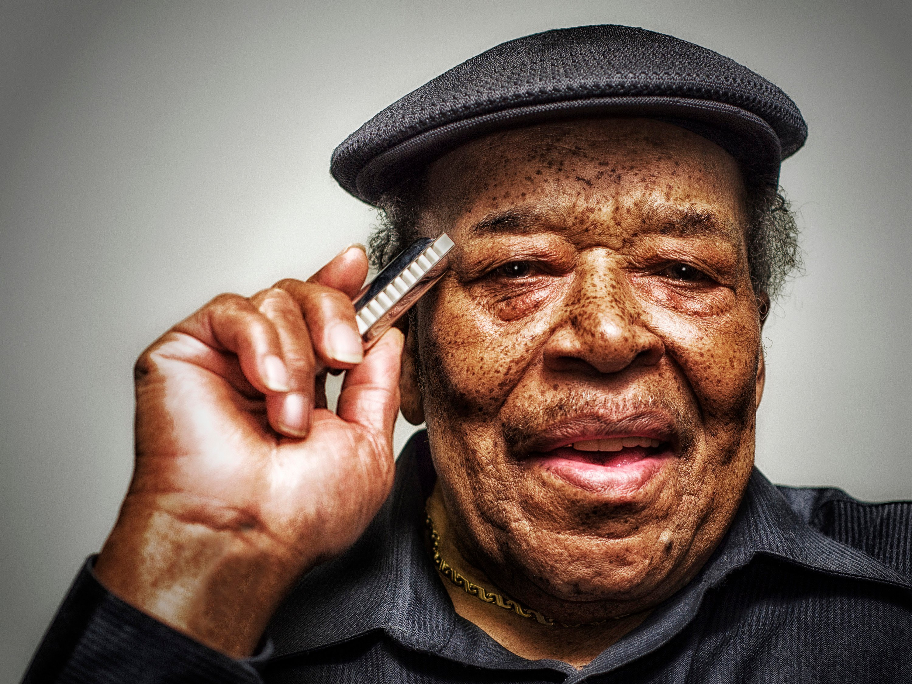 El cantante y armonicista James Cotton. Foto: Jason Marck