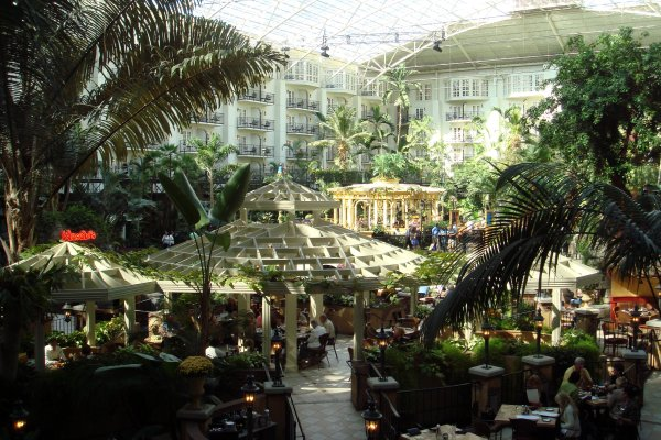 El gigantesco parque interior del Hotel Opryland