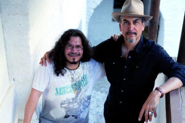 Raimundo Amador y Howe Gelb, reunidos en Córdoba. Foto: Óscar García