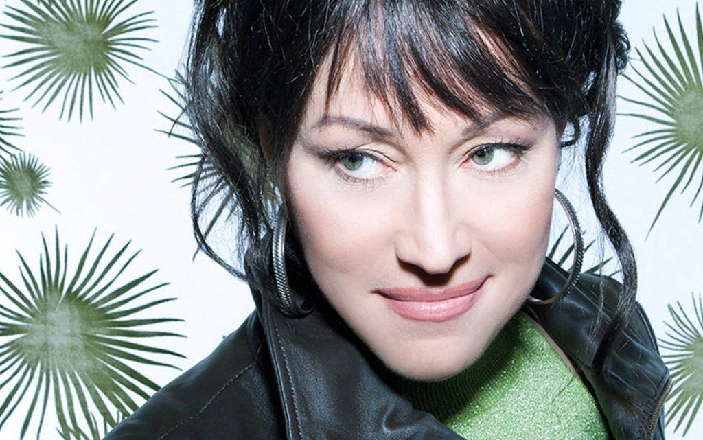 La cantante canadiense Holly Cole, experta en versiones
