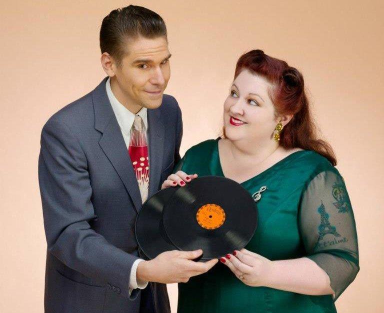 Roy Kay y Angelatini, cantantes del gripo de Seattle The Starjays