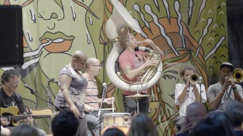La banda, tocando para ilustrar con ejemplos la charla. Foto: Daniel Gómez