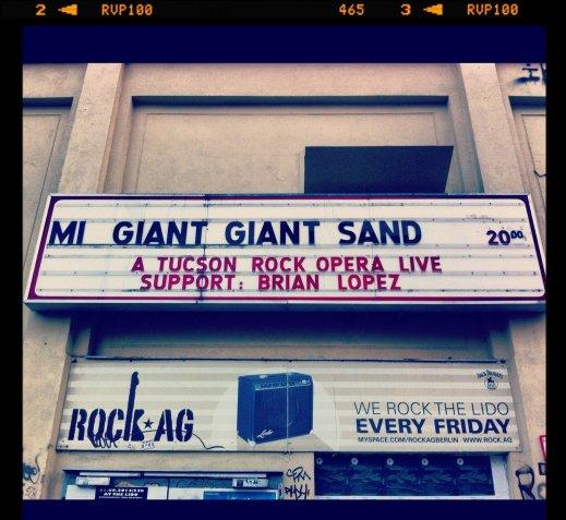 Cartel del concierto de Giant Giant Sand en Berlín. Foto: Davinia López