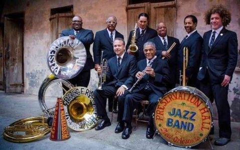 La histórica Preservation Hall Jazz Band, con Ben Jaffe (a la derecha).