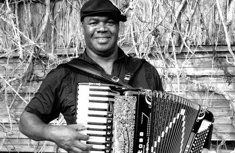 El acordeonista zydeco Sunpie Barnes